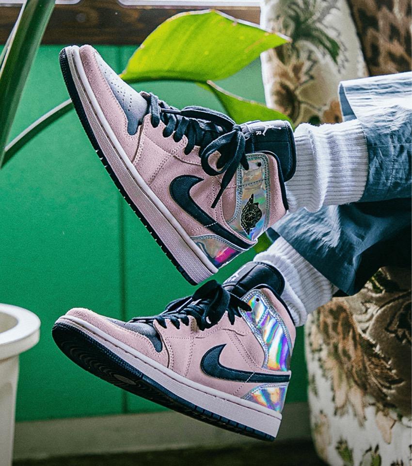 "Nike】Wmns Air Jordan 1 Mid ""Chrome"