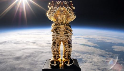 【KAWS:HOLIDAY SPACE】宇宙へ飛び立った〈コンパニオン〉が高度136,296フィートの成層圏に到達