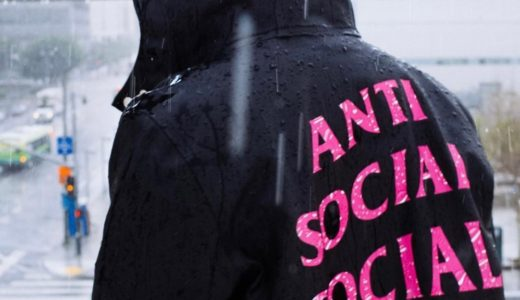 【ANTI SOCIAL SOCIAL CLUB × STUTTERHEIM】コラボレインコートが3月13日に発売予定